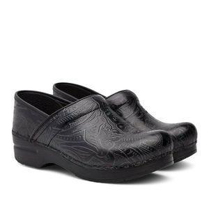 Dansko 39 Clogs Professional Comfort Black Tooled